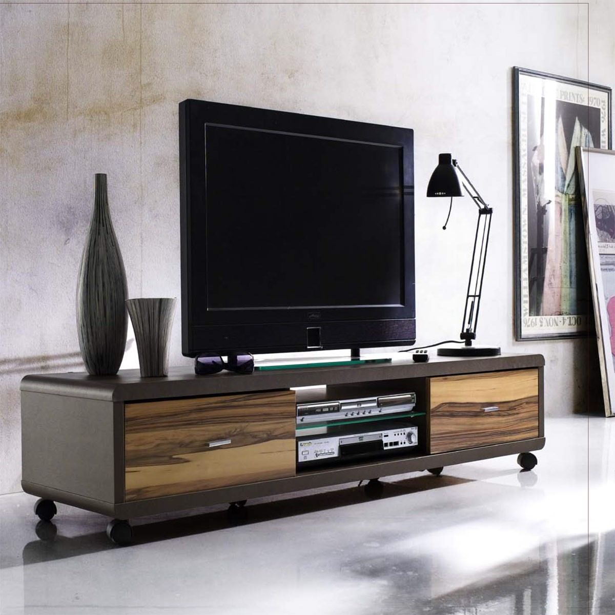 lowboard tv lowboard tv unterteil auf rollen in braun. Black Bedroom Furniture Sets. Home Design Ideas