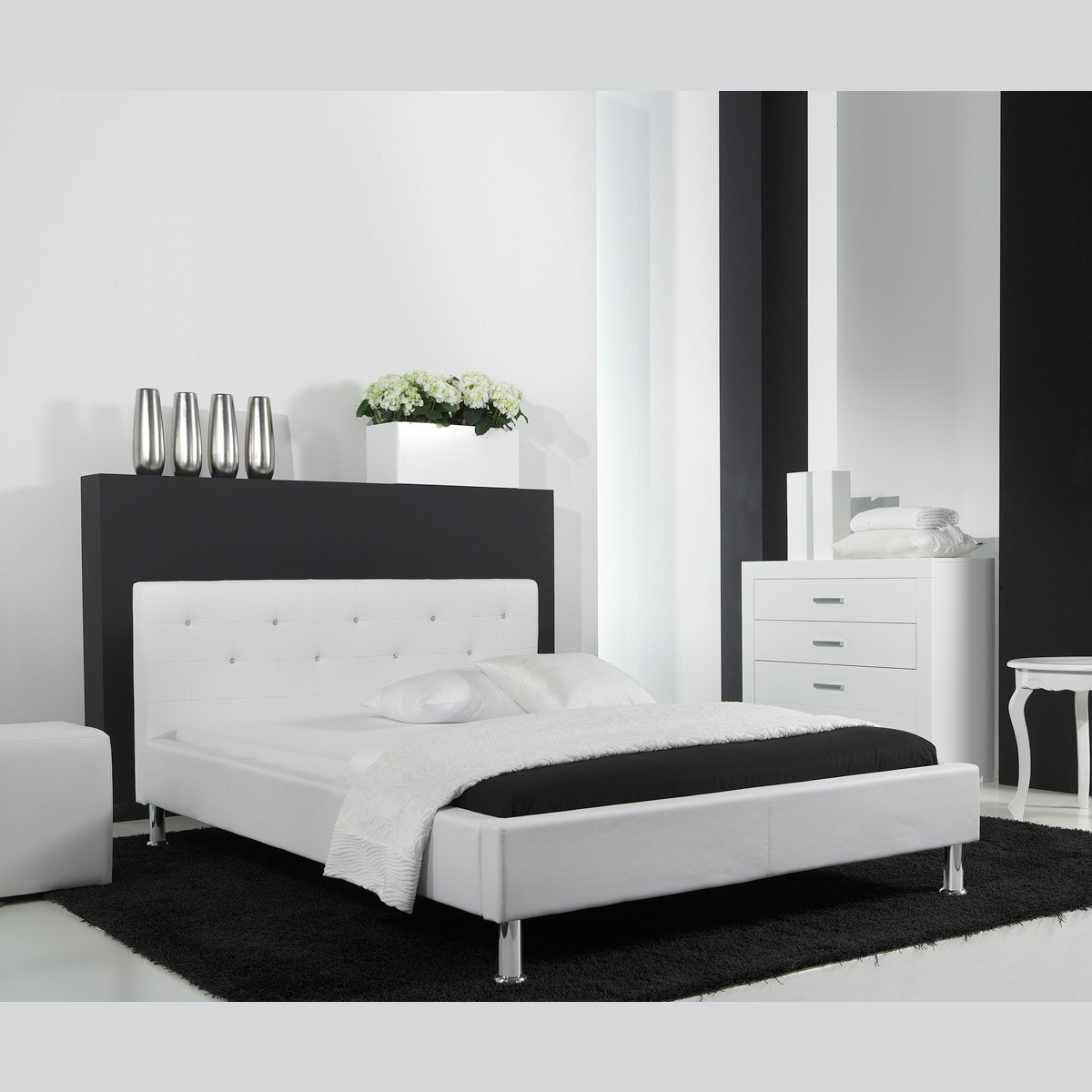 polsterbett kunstlederbett bett 140x200 in wei mit swarovski steinen ebay. Black Bedroom Furniture Sets. Home Design Ideas