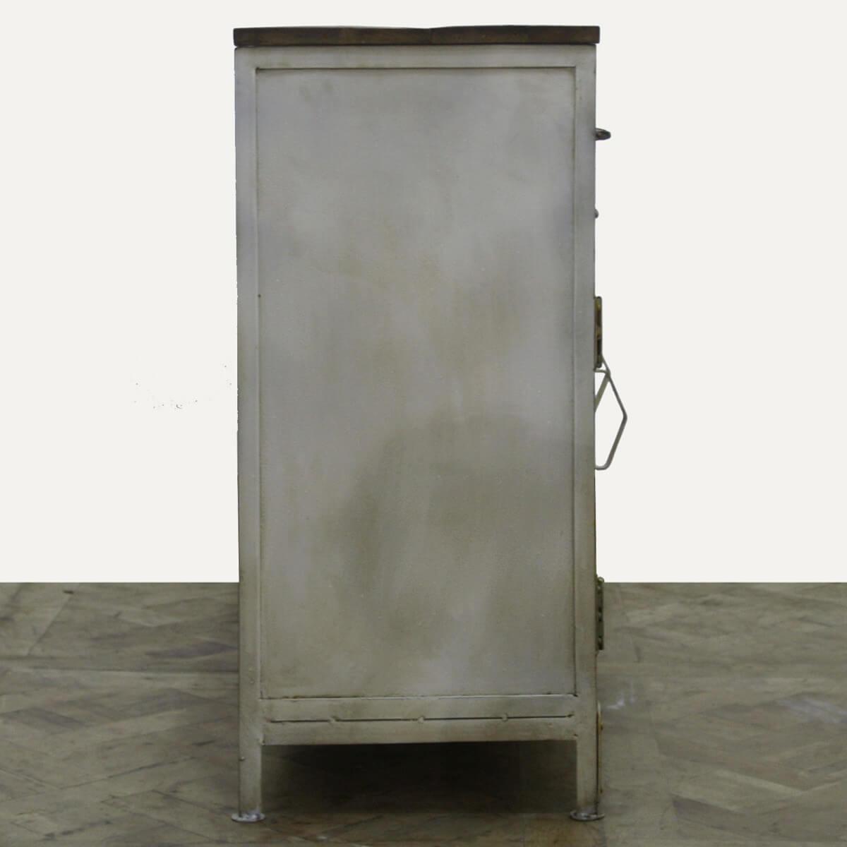 Sideboard hurum aus metall und massivholz bunt for Modernes sideboard aus metall