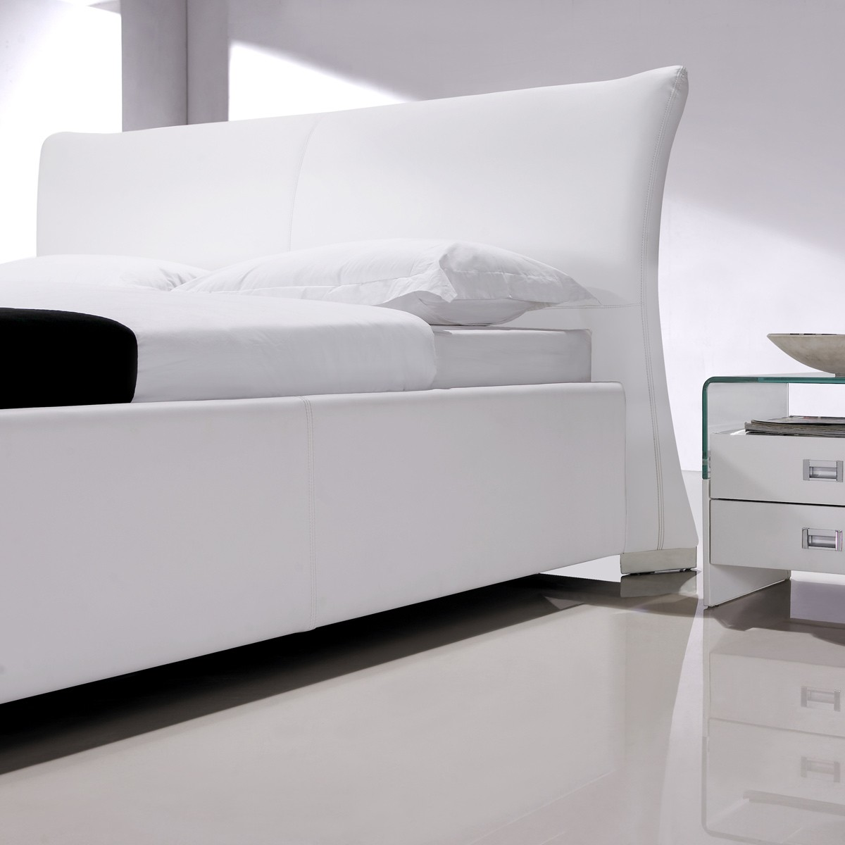 polsterbett holbaek 200x200 in kunstleder wei. Black Bedroom Furniture Sets. Home Design Ideas