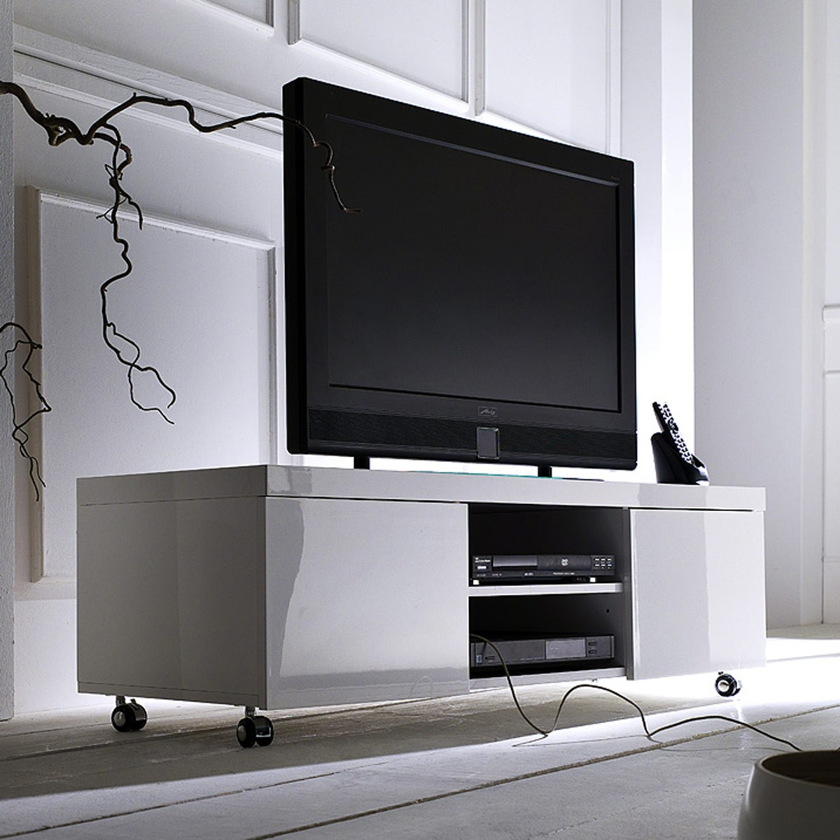 tv lowboard h ngend led. Black Bedroom Furniture Sets. Home Design Ideas